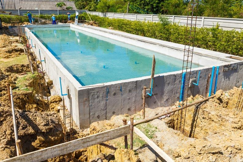 Einen Pool bauen lassen | primaProfi.de