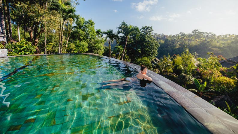 Individueller Wellness-Pool mit Natur Flair